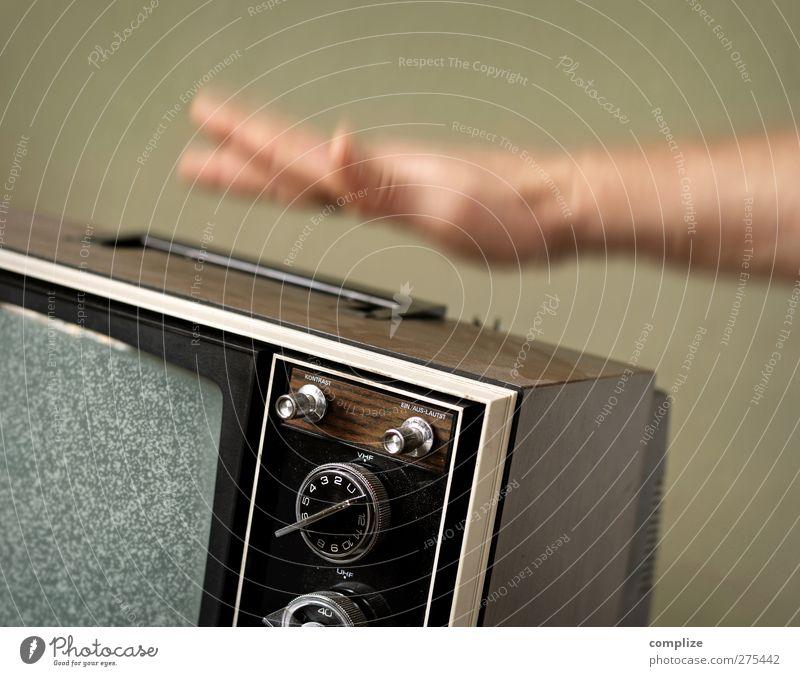 Störung! Hand Arme Zukunft Finger kaputt Technik & Technologie Fernseher Fernsehen Wissenschaften Wut Werbebranche Ärger Antenne Qualität Fortschritt schlagen