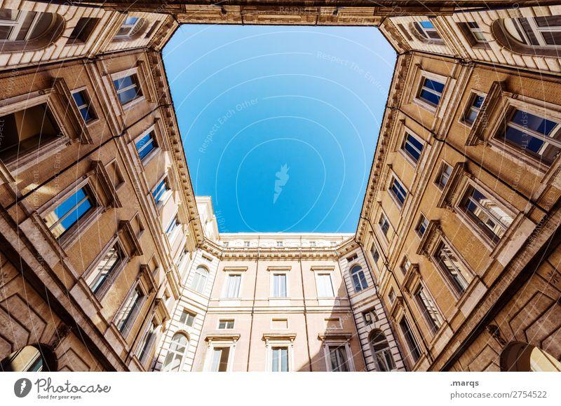 Aufwärts Wolkenloser Himmel Schönes Wetter Bauwerk Gebäude Architektur Fassade alt historisch schön Perspektive himmelwärts aufstrebend Farbfoto Außenaufnahme