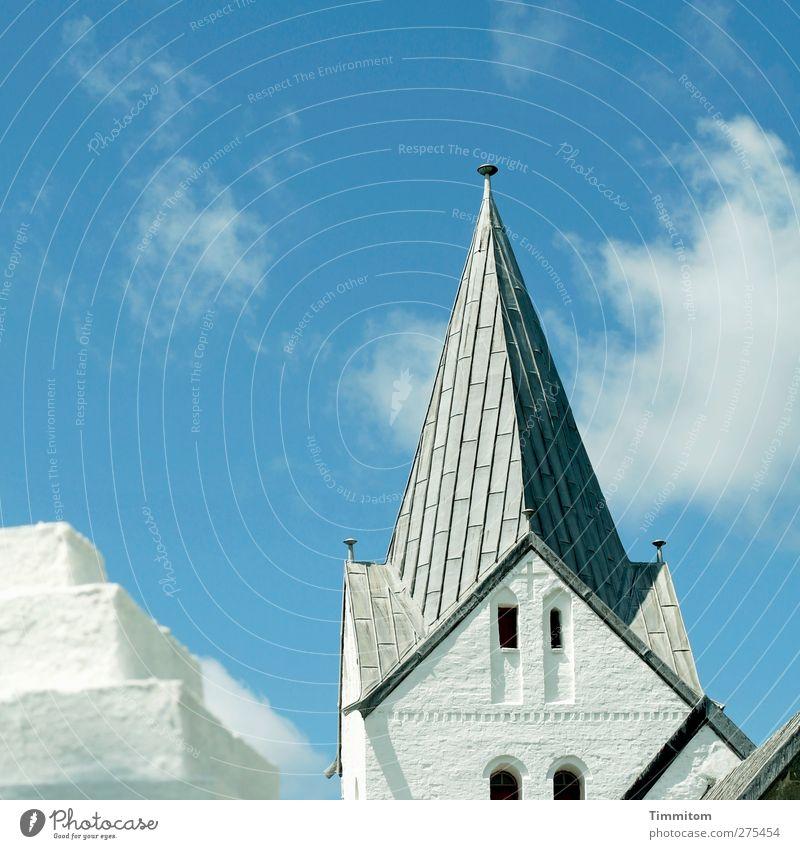 Zackenhut Himmel blau Ferien & Urlaub & Reisen weiß Wolken Gefühle grau Stein hell Kirche ästhetisch Dach fest Kreuz eckig Dänemark