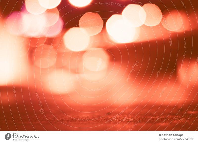 urbanes Bokeh in rot Stadt Hintergrundbild rosa Verkehr Korallen Farbkarte
