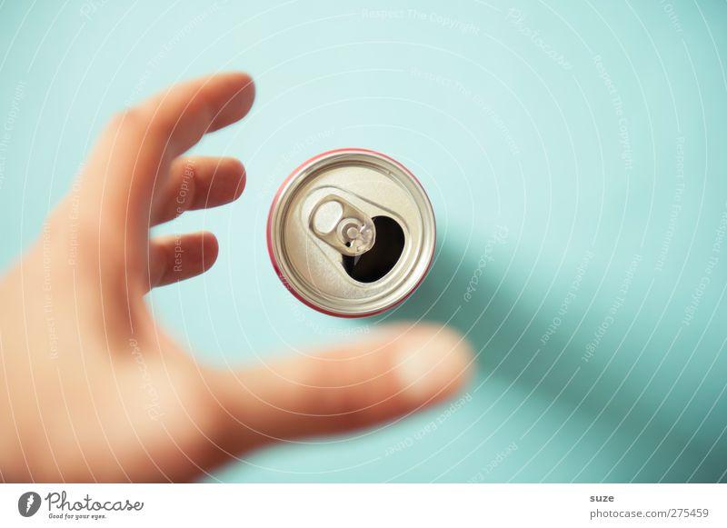 Greif zu blau Hand Umwelt Metall Design Finger Getränk Müll silber Umweltschutz Dose greifen Durst Sucht Recycling Verpackung