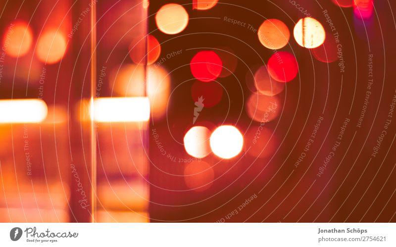 Bokeh in rot an Glasscheibe in der Stadt Hintergrundbild Traurigkeit rosa Korallen schuldig Farbkarte