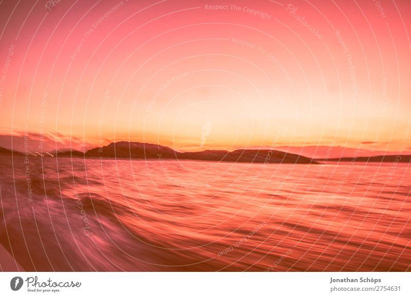 Aussicht vom schnellen Boot auf Meer Bootsfahrt Wasserfahrzeug Geschwindigkeit rosa 2019 Color of the Year 2019 Farbe des Jahres Farbtrends Frankreich Korallen