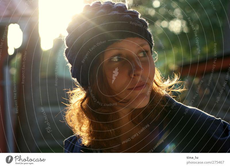 sonnenkind feminin Junge Frau Jugendliche Erwachsene Leben 18-30 Jahre Mode Mütze rothaarig Locken schön natürlich positiv Stimmung Zufriedenheit ruhig Farbfoto