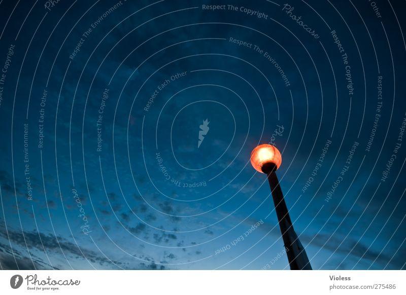 The Light Himmel blau Wolken Freiheit leuchten Unendlichkeit Straßenbeleuchtung Nachthimmel Laternenpfahl Lampenlicht