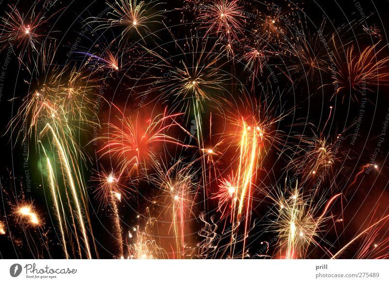 fireworks display Ferien & Urlaub & Reisen Beleuchtung Feste & Feiern Party hell leuchten Stern (Symbol) Veranstaltung Silvester u. Neujahr heiß Feuerwerk Flamme Respekt Funken Königlich entzünden