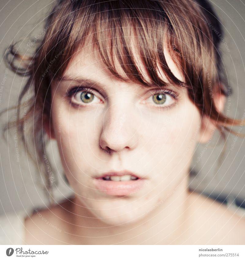 MP27 - too cold to care, too sick to shout Mensch Jugendliche schön Gesicht Auge feminin Haare & Frisuren Junge Frau Kopf 18-30 Jahre natürlich Mund authentisch einzeln Beautyfotografie rein