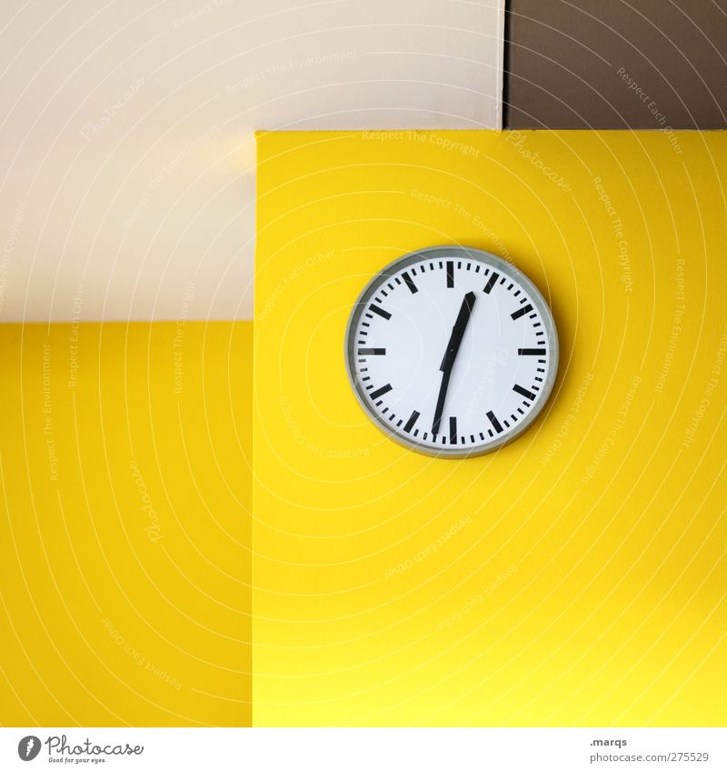 Halb eins Farbe gelb Wand Mauer Innenarchitektur Büro Business Uhr Design modern ästhetisch Zukunft Lifestyle Grafik u. Illustration Zeichen Sitzung