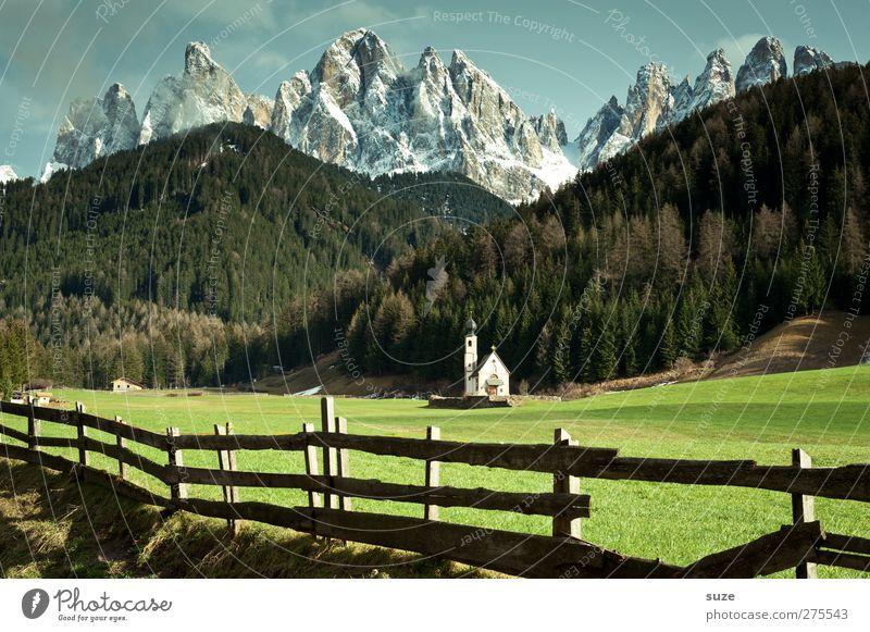 Göttliches Plätzchen Himmel Natur grün Sommer Einsamkeit Wald Landschaft Umwelt Wiese Berge u. Gebirge Religion & Glaube klein außergewöhnlich Klima Kirche Schönes Wetter