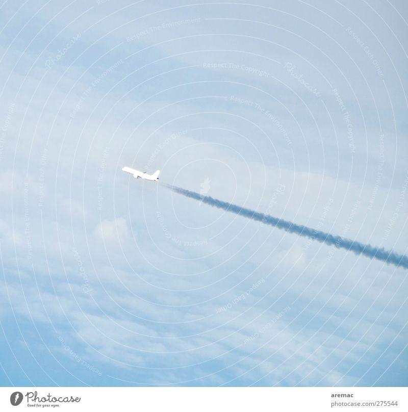Fernweh Himmel Wolken Luftverkehr Flugzeug Passagierflugzeug Flugzeuglandung Flugzeugstart fliegen Ferien & Urlaub & Reisen Farbfoto Gedeckte Farben