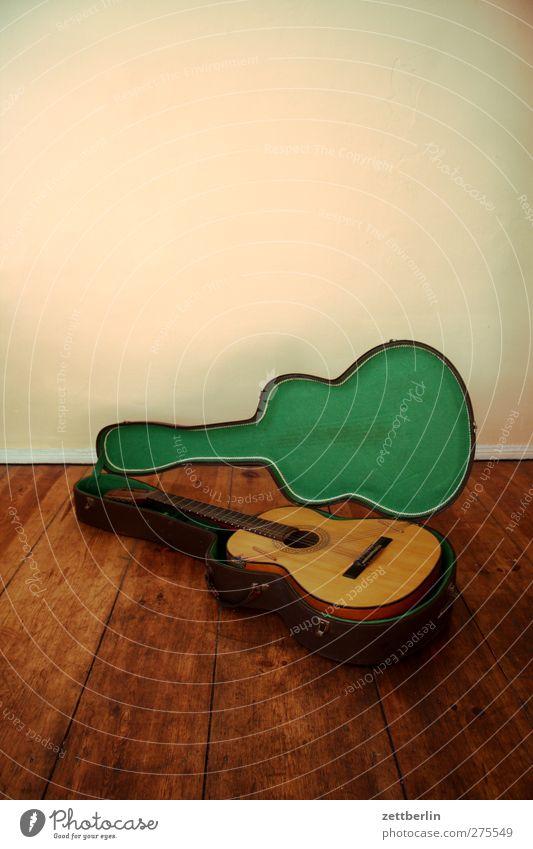 Alte Gitarre Freizeit & Hobby Spielen Entertainment Veranstaltung Musik Feste & Feiern Musik hören Konzert genießen Freude Fröhlichkeit Zufriedenheit