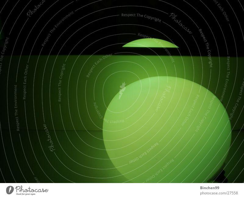 Grünes Licht pur Lampe grün Reflexion & Spiegelung schwarz Bad Häusliches Leben