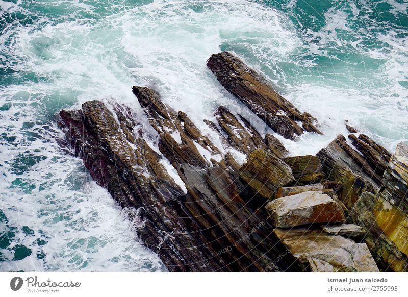 Felsen im Meer Wellen Wasser Küste Außenaufnahme Ferien & Urlaub & Reisen Ausflugsziel Platz Natur Landschaft Hintergrund ruhig Gelassenheit Stille Erholung