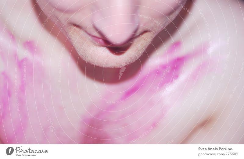 . maskulin Junger Mann Jugendliche Körper Nase Mund Brust 1 Mensch violett rosa Farbstoff nass bemalt Farbfoto Gedeckte Farben Innenaufnahme