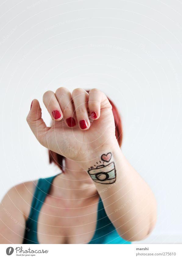 me, myself and my camera Mensch Frau Jugendliche Hand Freude Erwachsene Liebe feminin Gefühle Junge Frau Stil Arme Herz Freizeit & Hobby Fotografie Fotokamera