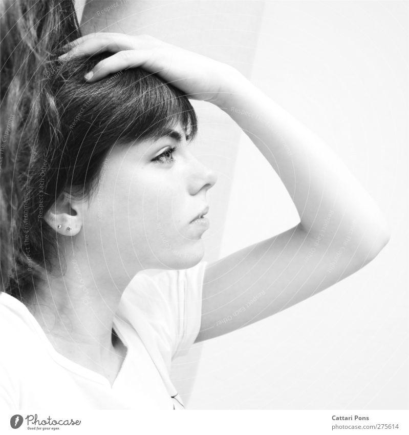 LABYRINTH Mensch Frau Jugendliche Hand Erwachsene Gesicht feminin Junge Frau hell liegen 18-30 Jahre natürlich beobachten T-Shirt Ohr berühren