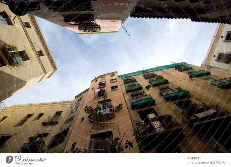 Madrid alt schön Haus Fenster außergewöhnlich Fassade Häusliches Leben Perspektive einzigartig Balkon Spanien Altstadt Innenhof himmelwärts Städtereise