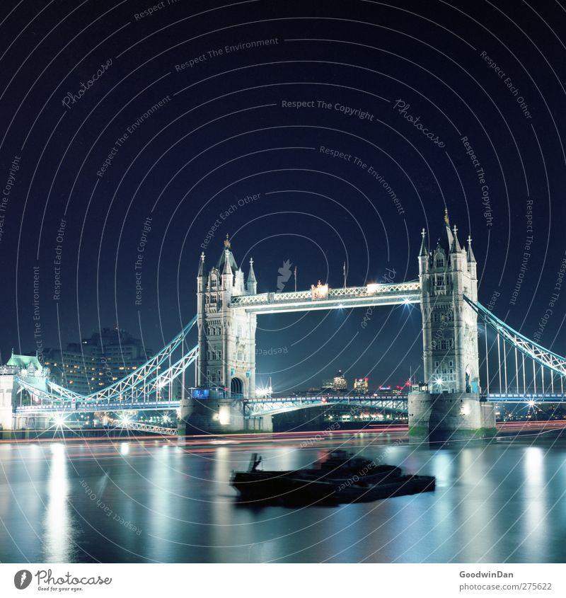Tower bridge. London Stadt Hauptstadt Brücke Bauwerk Architektur Sehenswürdigkeit Wahrzeichen Denkmal Tower Bridge alt Bekanntheit dunkel authentisch groß