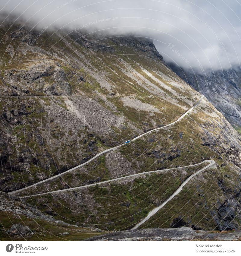 Auf der Reise Ferien & Urlaub & Reisen Ferne Freiheit Landschaft Wolken Klima Wetter schlechtes Wetter Nebel Felsen Berge u. Gebirge Schlucht Verkehr Straße