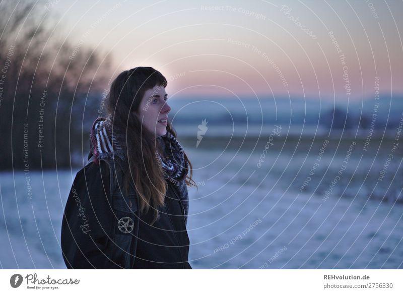 Carina | Junge Frau am Abend im Schnee Mensch feminin Jugendliche 1 18-30 Jahre Erwachsene Umwelt Natur Landschaft Sonnenaufgang Sonnenuntergang Winter