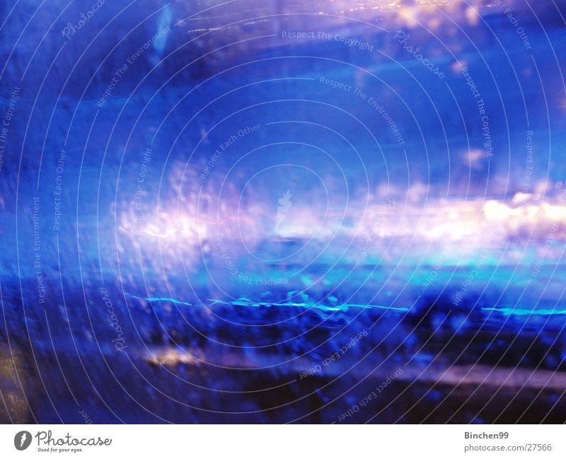 Hotel Blue blau weiß Wassertropfen Verlauf quer Balken Licht Länge