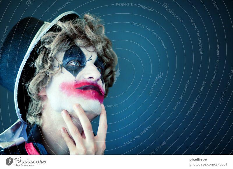 Träumerei Kosmetik Schminke Karneval Halloween maskulin Mann Erwachsene 1 Mensch Kunst Theaterschauspiel Schauspieler Zirkus Hut blond Locken beobachten Denken