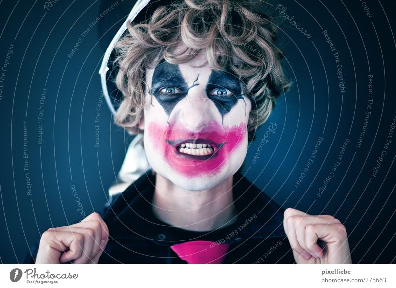 trick or treat Kosmetik Schminke maskulin Mann Erwachsene 1 Mensch Kunst Theaterschauspiel Schauspieler Zirkus Hemd Krawatte Hut toben bedrohlich dunkel