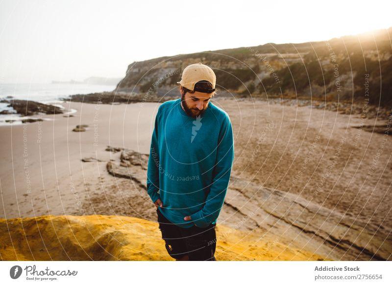 Mann steht auf einer Klippe Tourist Felsen Ferien & Urlaub & Reisen Tourismus Natur Landschaft sitzen ruhen Sonne Freiheit Stein natürlich Lifestyle schön