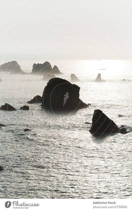 Landschaft des felsigen Strandes Klippe Meer Felsen Ferien & Urlaub & Reisen Tourismus Natur Küste Wasser Sonne Freiheit Stein natürlich Lifestyle schön