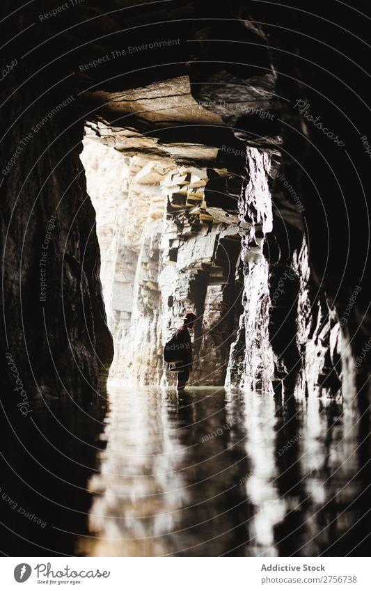 Mann steht in der Höhle Klippe Meer Natur Ferien & Urlaub & Reisen Himmel Mensch Felsen Stein Küste Bucht Aussicht schön Idylle malerisch Gelassenheit Wasser