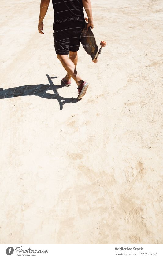 Getreidemann auf Skateboard in der Wüste Mann Ferien & Urlaub & Reisen Lifestyle Mensch Erwachsene Natur Abenteuer Ausflug Tourist Sport Aktion extrem Klippe