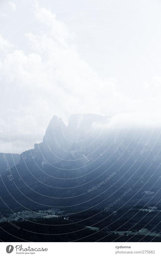 Schlern im Dunst Himmel Natur Ferien & Urlaub & Reisen Einsamkeit Wolken ruhig Erholung Wald Landschaft Ferne Umwelt Berge u. Gebirge Freiheit träumen Horizont