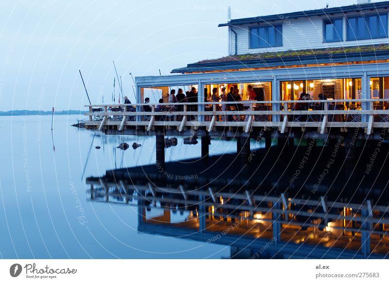 Cospudener See Mensch Menschenmenge Kultur Veranstaltung Wasser Sommer Schönes Wetter Flussufer Hafenstadt Haus Balkon Terrasse Holz Linie Feste & Feiern