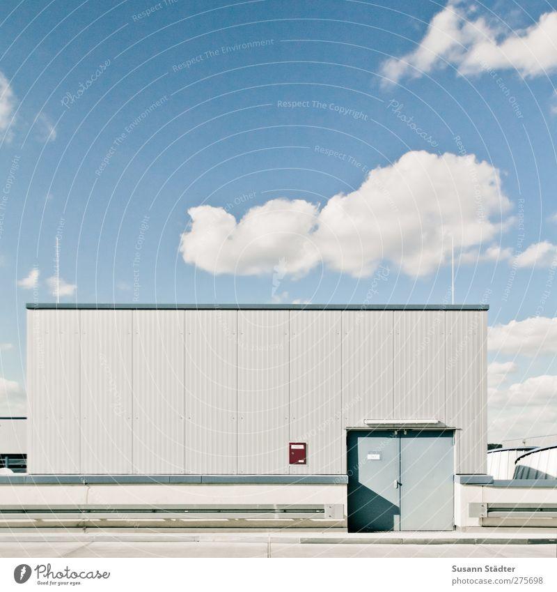 wolken. Haus Industrieanlage Fabrik hell Wellblech Stromkraftwerke Antenne Wolken leitblanke Quadrat Außenaufnahme Menschenleer Textfreiraum oben Freisteller