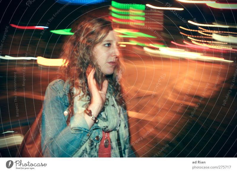 Entschleunigung des Lebens ! Mensch Frau Jugendliche Hand schön Haus Erwachsene Gesicht dunkel Straße Haare & Frisuren Junge Frau Kopf träumen 18-30 Jahre Arme
