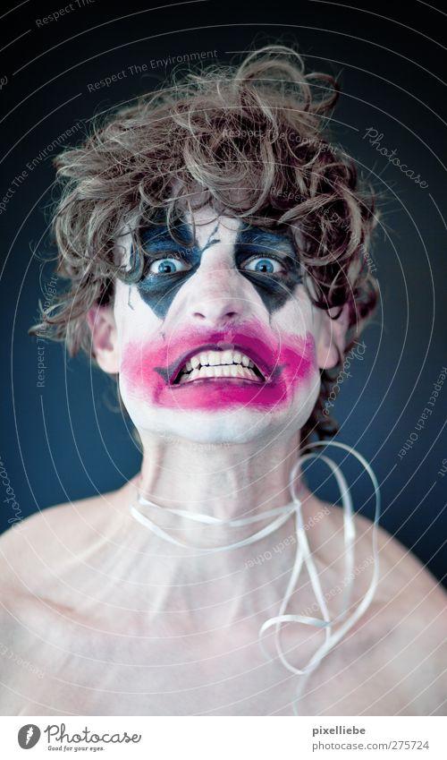 Zerreißprobe Kosmetik Schminke Karneval Halloween maskulin Mann Erwachsene 1 Mensch blond Locken toben Aggression bedrohlich dunkel frech gruselig Kitsch lustig