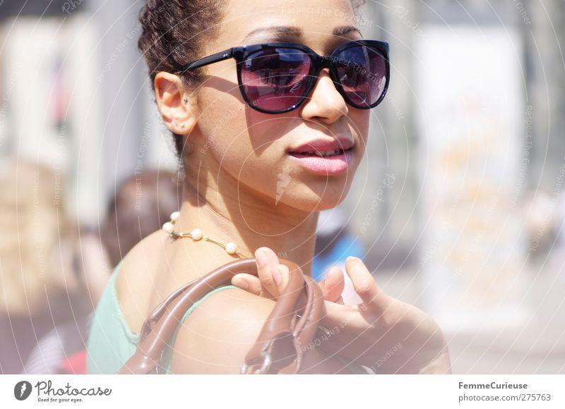Urban life. Mensch Frau Jugendliche Stadt schön Sommer Erwachsene Erholung feminin Junge Frau Stil Mode 18-30 Jahre Freizeit & Hobby elegant kaufen