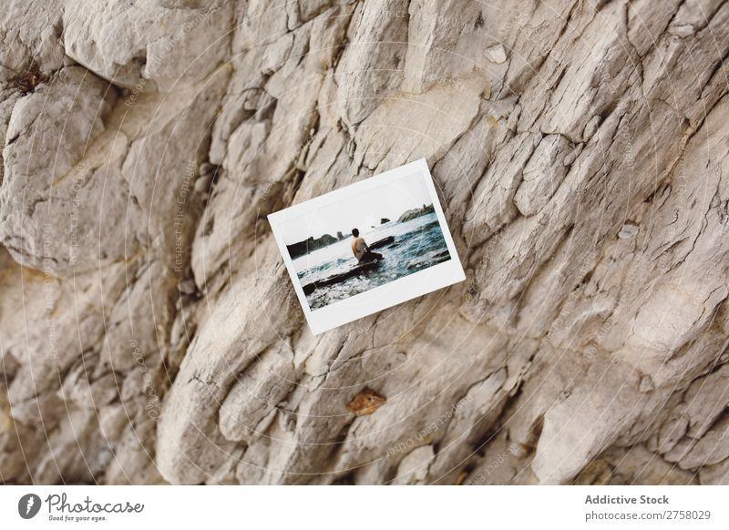 Foto auf Felsen Mann Tourist Klippe Schuss sofort Meer Ferien & Urlaub & Reisen Tourismus Natur Landschaft Küste Wasser Sonne Freiheit Stein natürlich Lifestyle