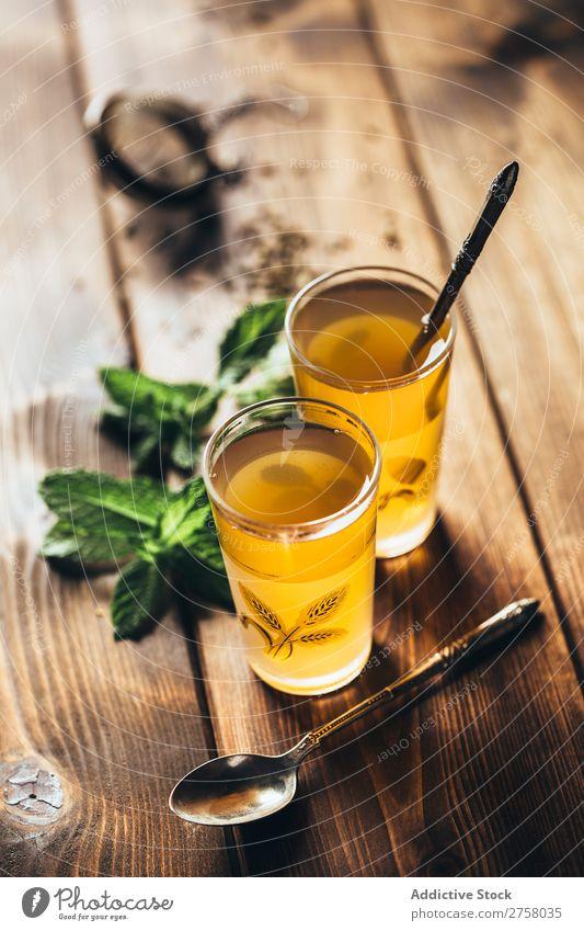 Arabischer Tee mit Minze Nachmittag Arabien arabisch aromatisch Hintergrundbild schwarz braun Kultur trinken Osten exotisch Lebensmittel Glas Gesundheit heizen