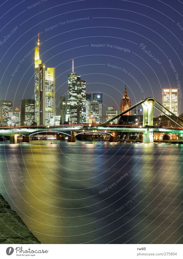 Flößerbrücke vor Skyline Frankfurt Kraft Hochhaus kaufen Brücke Wahrzeichen Umwelt Stadt Bauwerk Nahaufnahme Haus