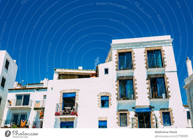 Ländliche Straßen in Cadaques, Spanien costa brava Katalonien ländlich weiß mediterran Dorf traveleurope Spanisch berühmt Sommer Himmel Architektur Ansicht Haus