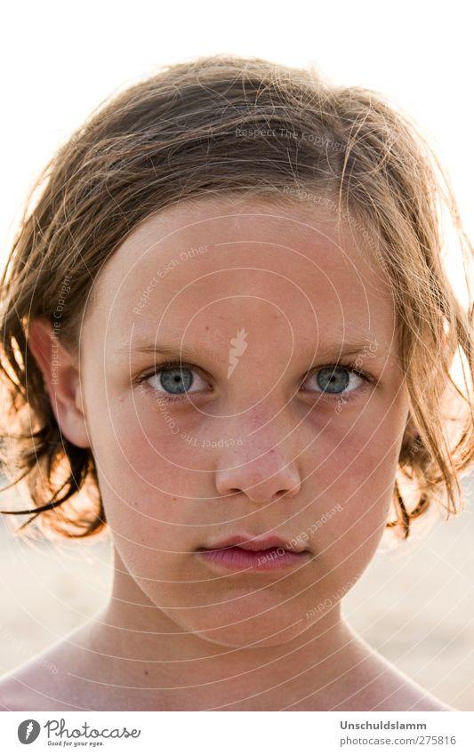 Wer zuerst lacht, hat verloren! Mensch Kind schön Sommer ruhig Gesicht Gefühle Junge Stimmung blond Kindheit maskulin authentisch ästhetisch Coolness rein