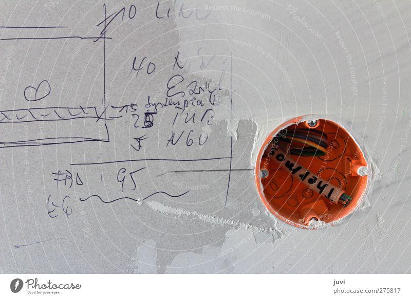 Baustellengekritzel Kabel Mauer Wand Ziffern & Zahlen grau orange planen Kritzelei Trockenbauwand Elektroinstallation Entwurf Farbfoto Gedeckte Farben