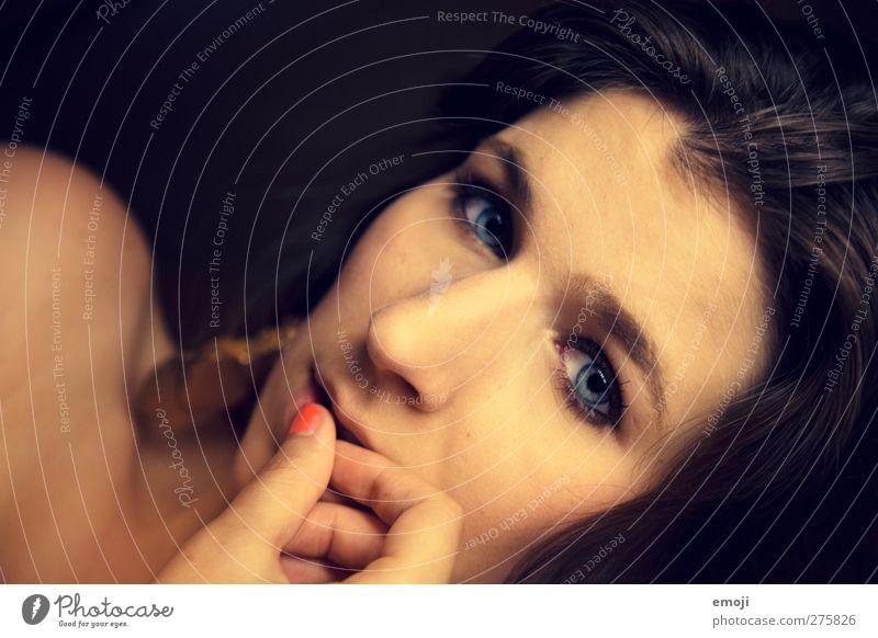 shy feminin Junge Frau Jugendliche Gesicht 1 Mensch 18-30 Jahre Erwachsene schön Schüchternheit Farbfoto Innenaufnahme Studioaufnahme Nahaufnahme
