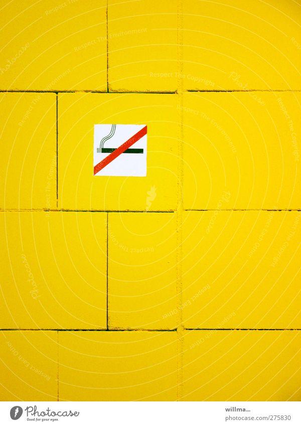 rauchen verboten Rauchen Zigarette Zeichen Hinweisschild Warnschild gelb Verbote Rauchen verboten Wand willma... Farbfoto Innenaufnahme Menschenleer