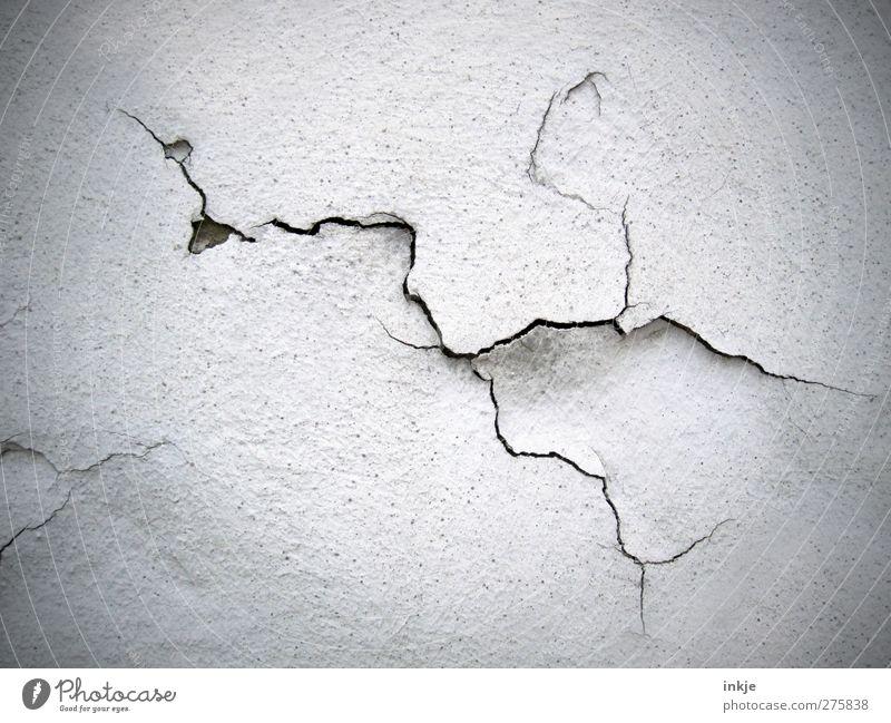 Es SCHLÜPFT!! alt Wand Mauer Linie Fassade kaputt Wandel & Veränderung Vergänglichkeit Verfall Riss Ruine Putz Zerstörung verwittert rau Misserfolg