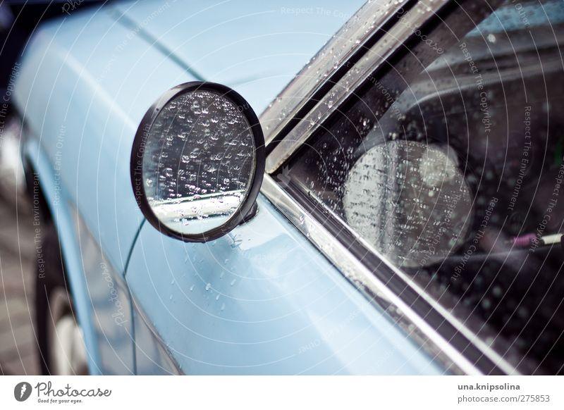babyblau teil 3 Wasser Wassertropfen Wetter schlechtes Wetter Regen Verkehr Verkehrsmittel Autofahren Fahrzeug PKW nass Seitenspiegel Spiegel Farbfoto