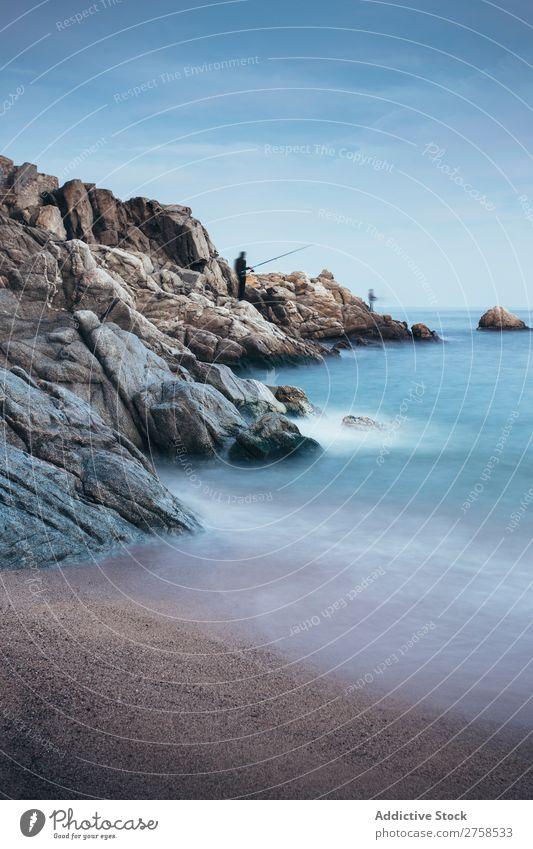Leerer Strand Girona blau ruhig Katalonien Küste kalt Rippen Costa Brava dunkel Ausflugsziel Europa Landschaft Stimmung Nacht Menschenleer Meer Erholung Szene