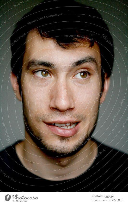 nicolas spinnt ein bisschen. Mensch Jugendliche schön Junger Mann 18-30 Jahre schwarz Gesicht Erwachsene Liebe lustig Glück grau träumen maskulin Zufriedenheit