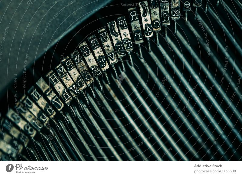 Drucken von Buchstaben der Schreibmaschine Lateinisches Alphabet Antiquität Charakter klassisch Nahaufnahme Vogelperspektive Grunge horizontal Buchdruck Brief